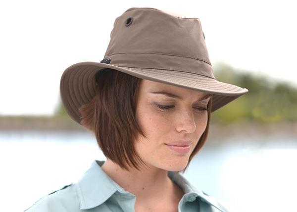 Mountain and city wear SLU. Tilley LT5B Hat TAUPE 68dfd29cfab